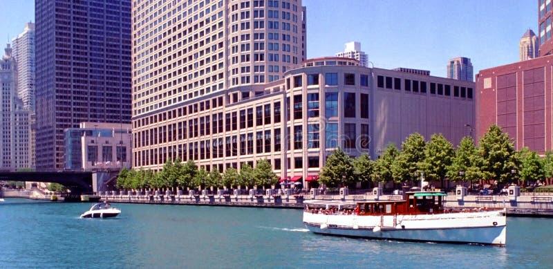 Edificios del canal de Chicago fotografía de archivo libre de regalías