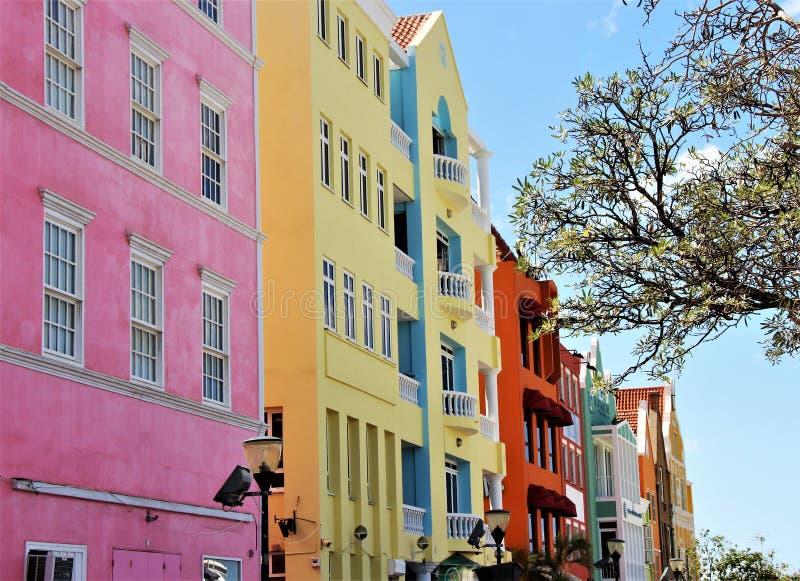 Edificios del Caribe coloridos imagen de archivo