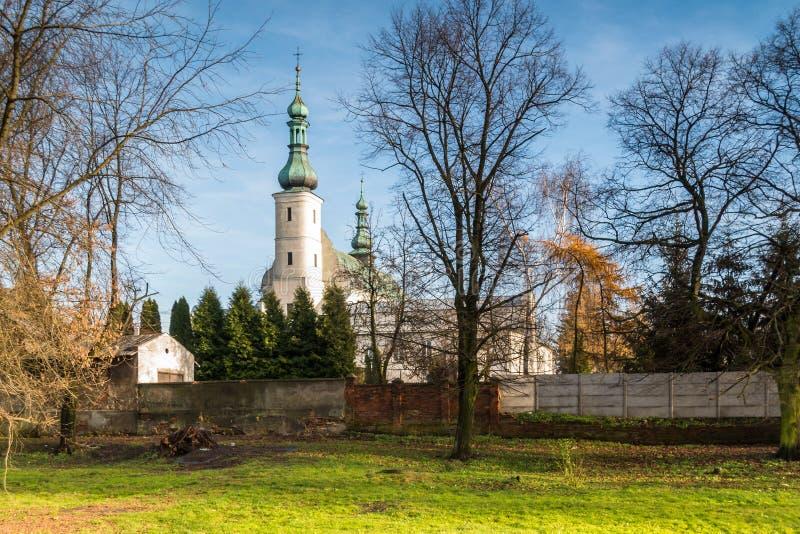 Edificios del convento en la ciudad de Radomsko en Polonia central foto de archivo libre de regalías