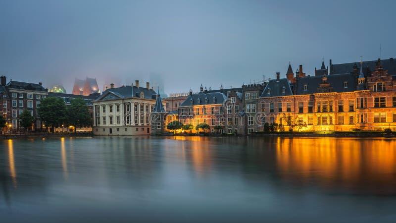 Edificios del gobierno en el centro de Den Haag, Países Bajos foto de archivo