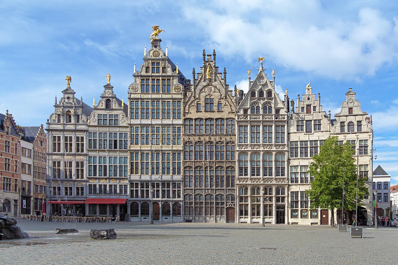 Edificios del gremio en Amberes, Bélgica fotos de archivo