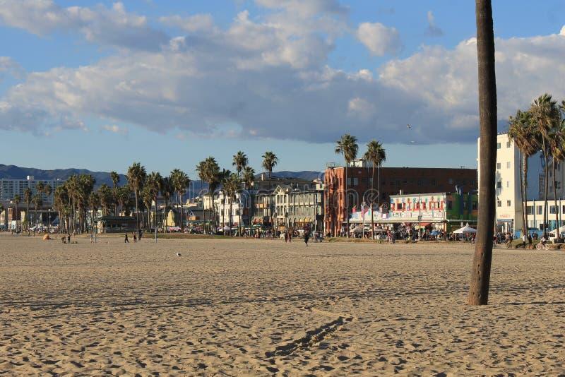 Edificios del paseo marítimo de la playa de Venecia imagen de archivo