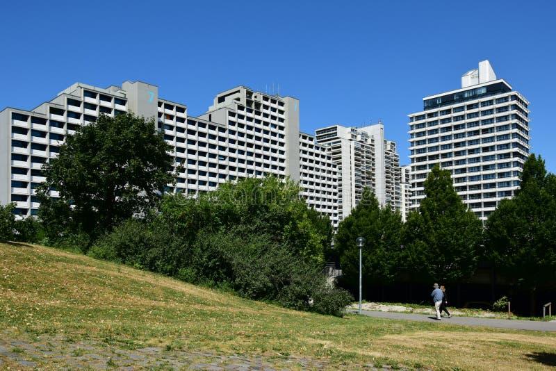 Edificios del pueblo olímpico anterior en Munich, Alemania imágenes de archivo libres de regalías