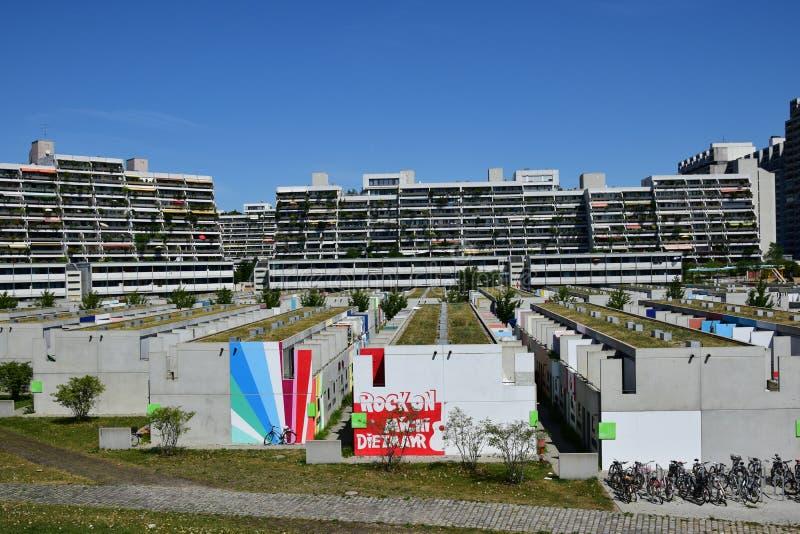Edificios del pueblo olímpico anterior en Munich, Alemania fotos de archivo