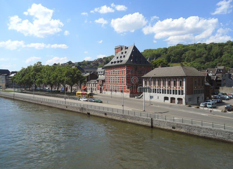 Edificios del vintage en el Riverbank de la Mosa en Lieja, Bélgica fotografía de archivo libre de regalías