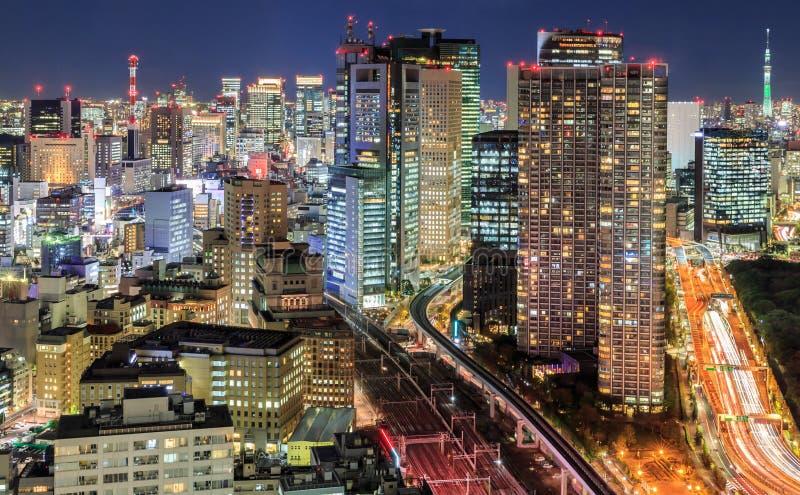 Edificios densos en Minato-ku, Tokio Japón fotos de archivo