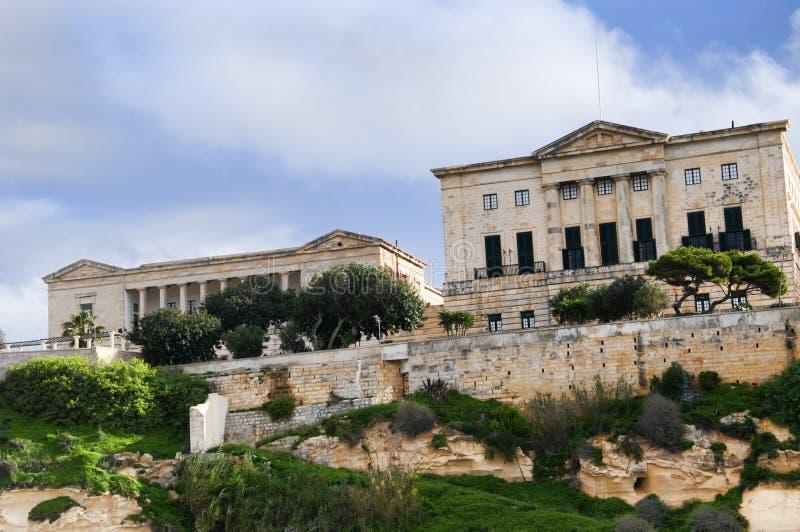 Edificios en el puerto magnífico en La Valeta Malta foto de archivo