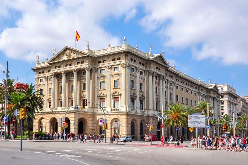 Edificios en el terraplén de Barcelona cerca de la calle de Rambla del La, España foto de archivo libre de regalías