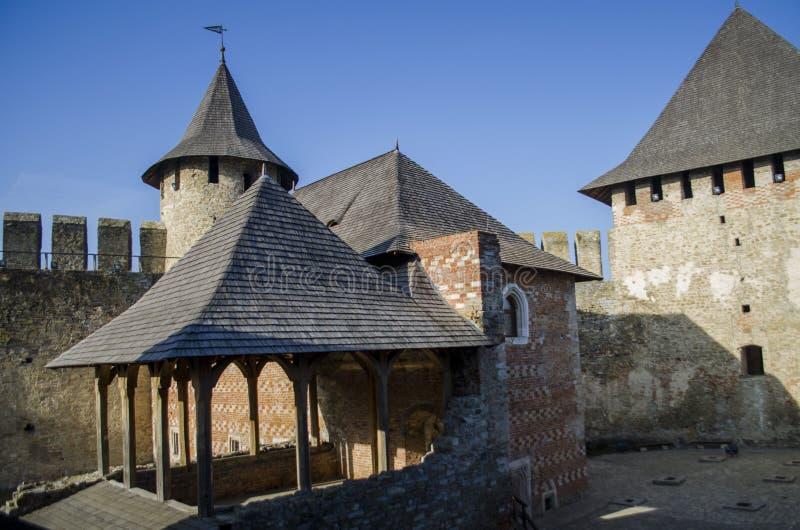 Edificios en la fortaleza vieja Hotin Ucrania fotos de archivo