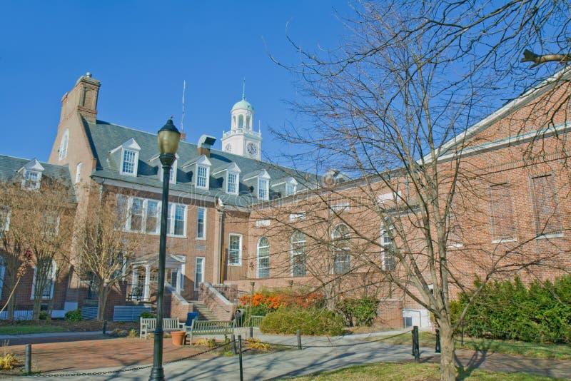 Edificios en un campus universitario fotografía de archivo libre de regalías