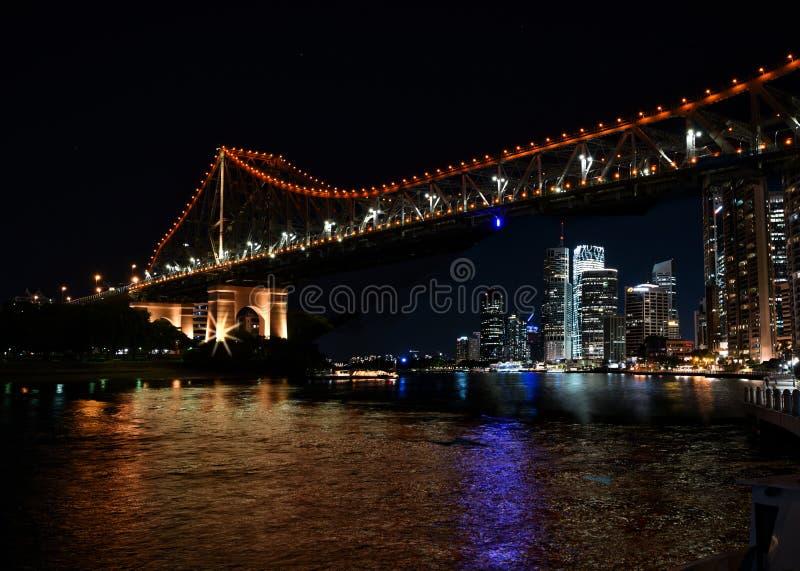 Edificios famosos del puente y de la orilla de la historia en Brisbane fotos de archivo