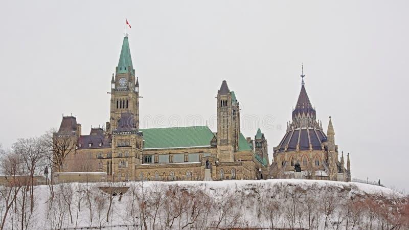 Edificios góticos del gobierno del renacimiento en la colina de Pariament, Ottawa, Canadá fotografía de archivo