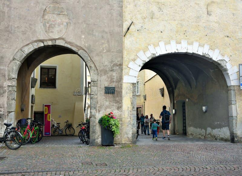 Edificios históricos Bressanone Italia imágenes de archivo libres de regalías