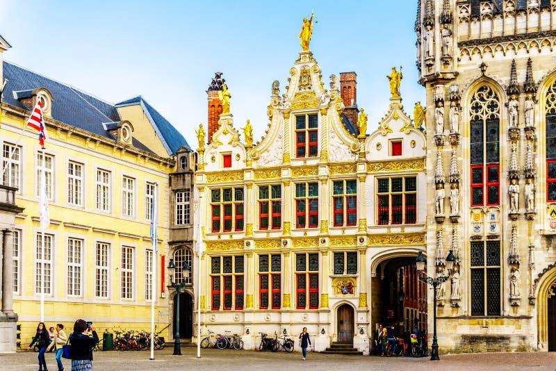 Edificios históricos del Brugse Vrije en el cuadrado del Burg de la ciudad medieval de Brujas, Bélgica foto de archivo libre de regalías