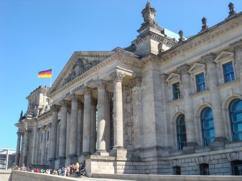 Edificios históricos en Berlín: el Reichstag - el parlamento alemán imagenes de archivo