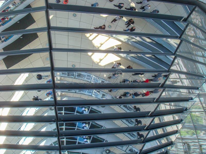 Edificios históricos en Berlín: el Reichstag - el parlamento alemán fotos de archivo