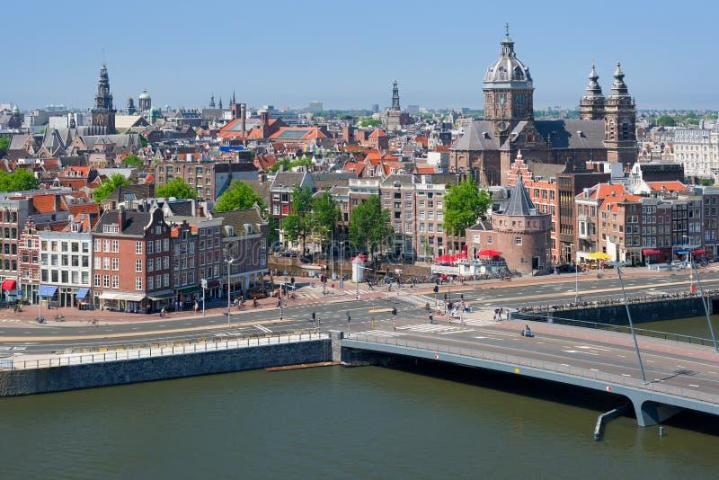 Edificios históricos en el centro de Amsterdam imagen de archivo libre de regalías