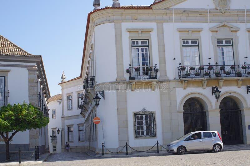 Edificios históricos hermosos en ciudad portuguesa foto de archivo