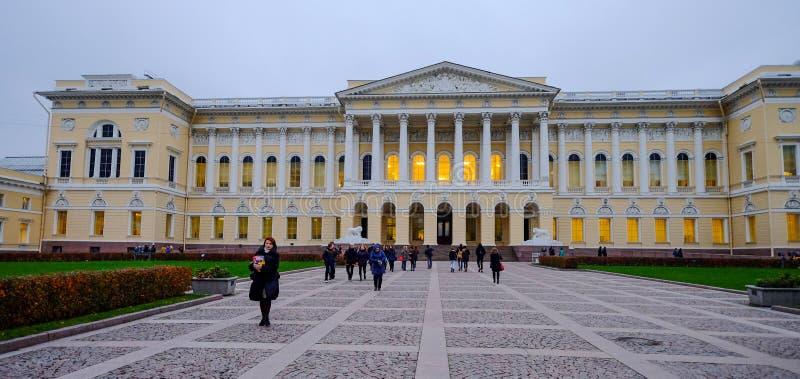 Edificios hist?ricos en St Petersburg, Rusia foto de archivo