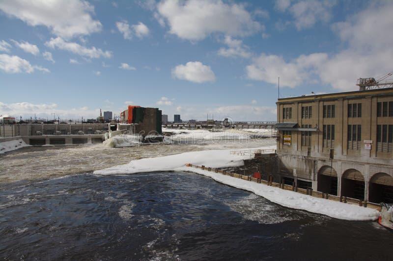 Edificios industriales a lo largo del río de Ottawa de Chaudiere, Gatinea fotos de archivo