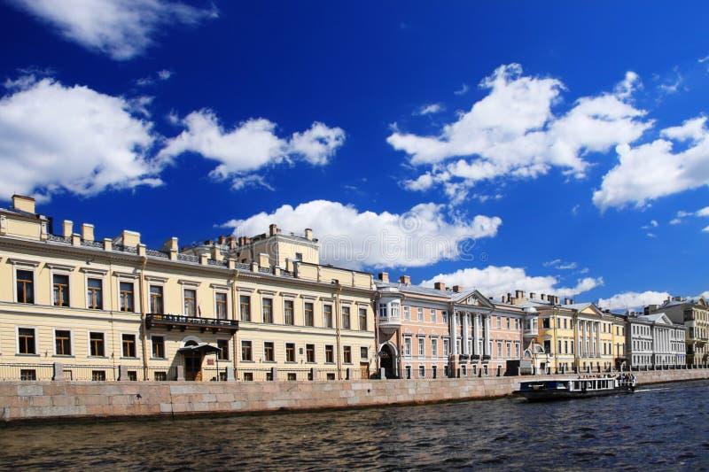 Edificios junto al canal foto de archivo libre de regalías