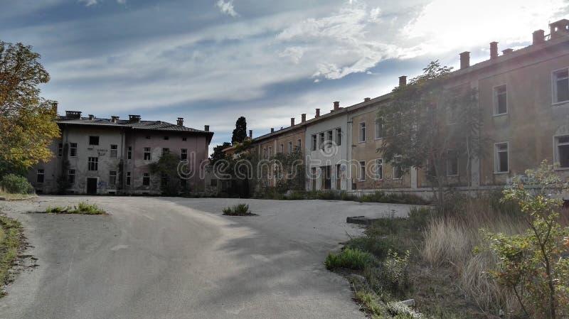 Edificios militares abandonados imagen de archivo libre de regalías