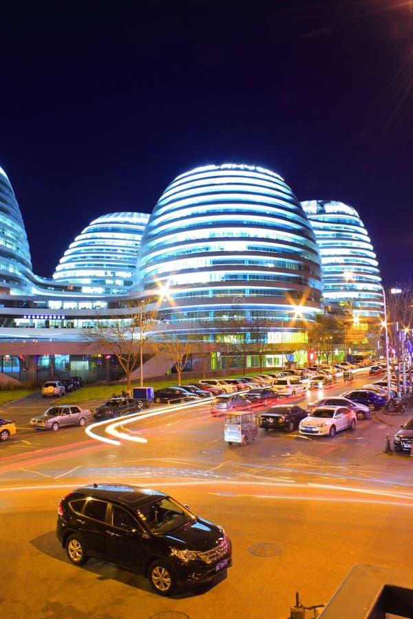 Edificios modernos de Pekín en la noche imagen de archivo