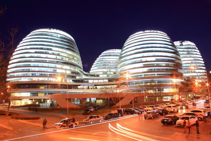 Edificios modernos de Pekín en la noche imagen de archivo libre de regalías