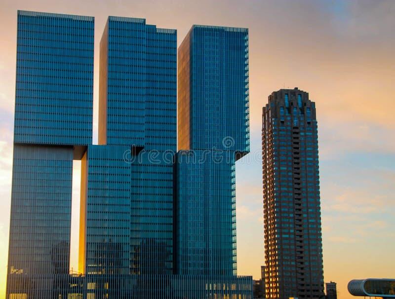 Edificios modernos de Rotterdam, los Países Bajos imagenes de archivo