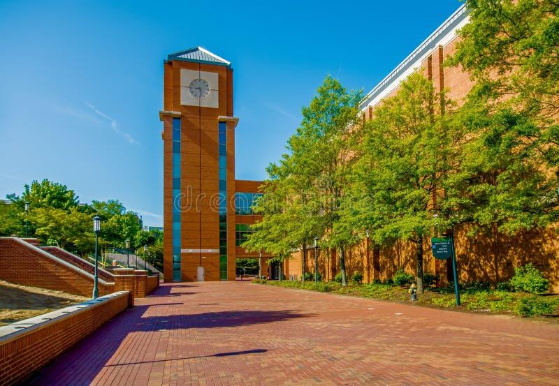 Edificios modernos del campus de la universidad foto de archivo libre de regalías