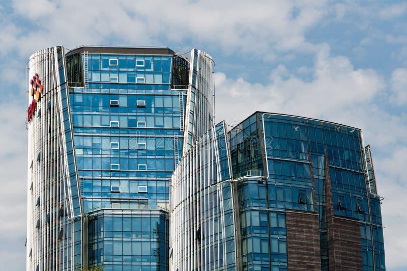 Edificios modernos del negocio imagenes de archivo