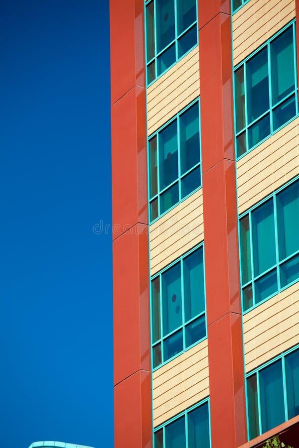 Edificios modernos del negocio con el fondo del cielo imágenes de archivo libres de regalías