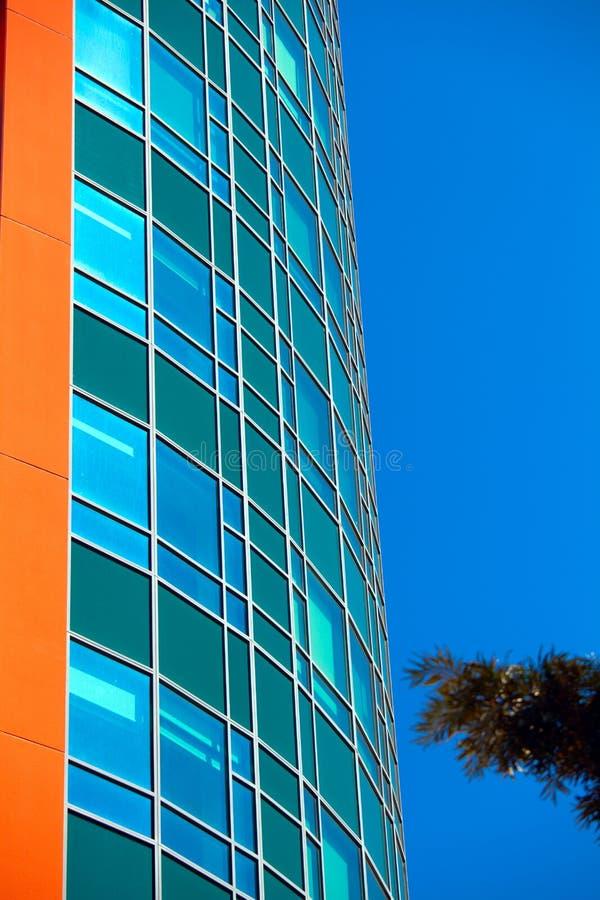 Edificios modernos del negocio con el fondo del cielo fotografía de archivo libre de regalías
