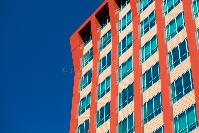 Edificios modernos del negocio con el fondo del cielo foto de archivo libre de regalías