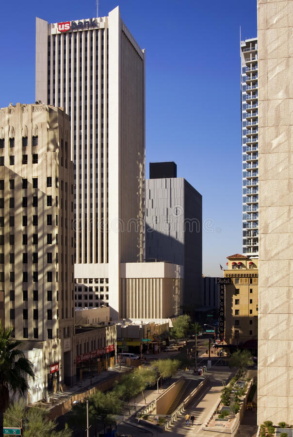Edificios modernos e históricos de Phoenix céntrica Arizona foto de archivo