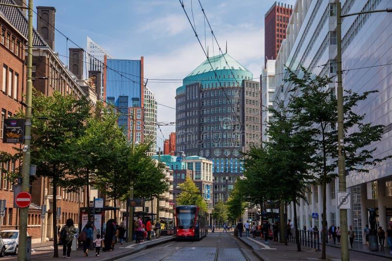 Edificios modernos en el centro de ciudad de Den Haag, Países Bajos imagen de archivo