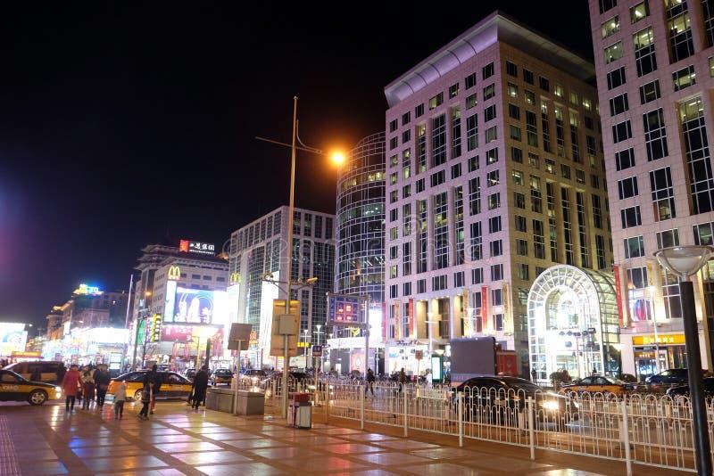Edificios modernos en la calle de la ciudad en Pekín fotografía de archivo libre de regalías