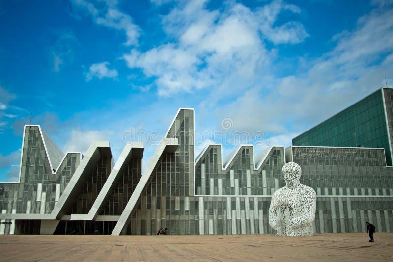 Edificios modernos en Zaragoza imagen de archivo