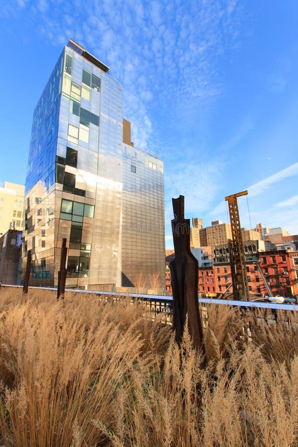 Edificios modernos a lo largo de la alta línea fotografía de archivo libre de regalías