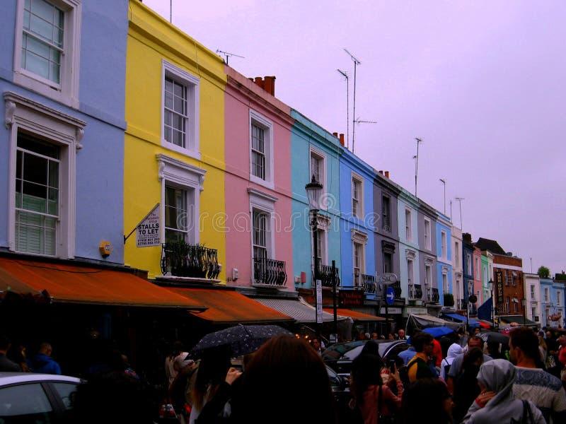 Edificios multicolores en Portobello rd fotos de archivo
