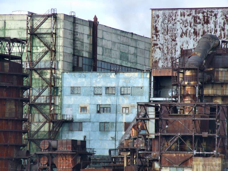 Edificios obsoletos de la fábrica fotografía de archivo libre de regalías