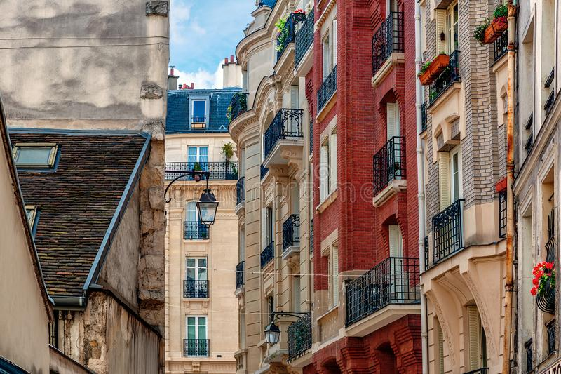 Edificios parisienses típicos foto de archivo