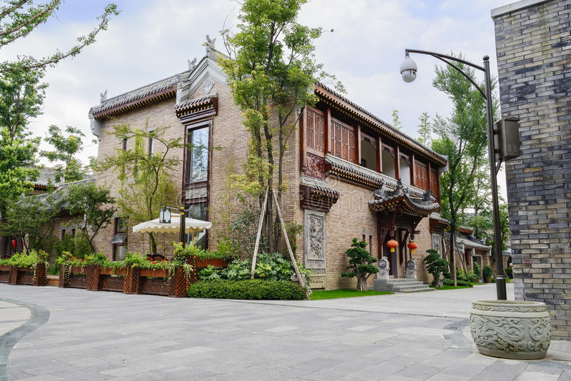 Edificios pasados de moda chinos en día nublado fotografía de archivo