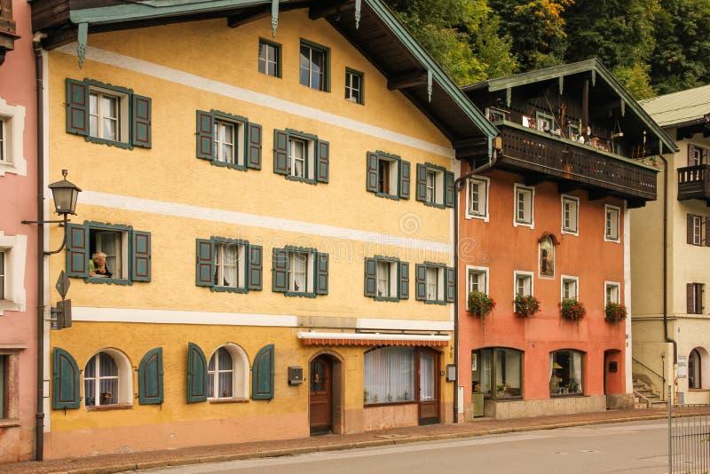 Edificios pintorescos en la ciudad vieja Berchtesgaden alemania foto de archivo libre de regalías