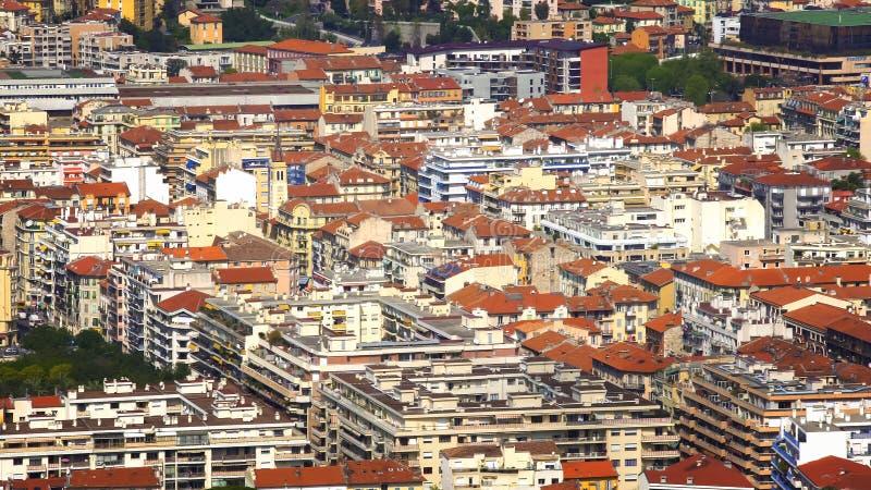 Edificios residenciales en Niza la ciudad de vacaciones, propiedades inmobiliarias en Francia, visión aérea foto de archivo