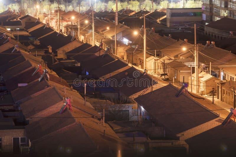 Edificios residenciales y callejones tradicionales en el ¼ Œ del nightï en China fotografía de archivo