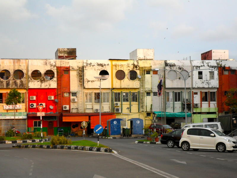 Edificios semi abandonados en Miri Sarawak Malaysia imagen de archivo