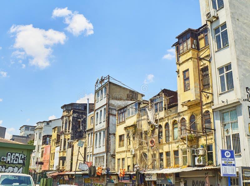 Edificios típicos del distrito de Karakoy Estambul, Turquía fotos de archivo