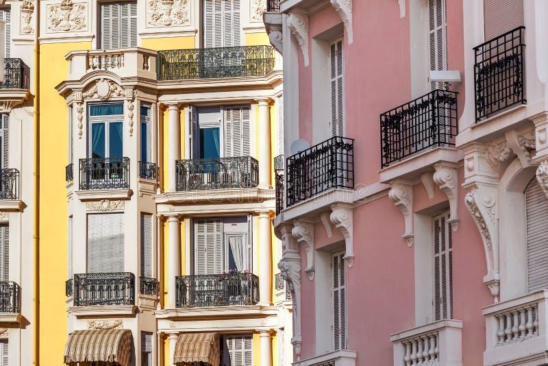 Edificios típicos en Menton, Francia fotos de archivo libres de regalías