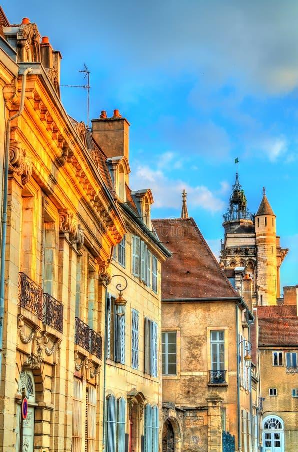 Edificios tradicionales en la ciudad vieja de Dijon, Francia foto de archivo